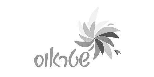 לוגו שטראוס שחור לבן